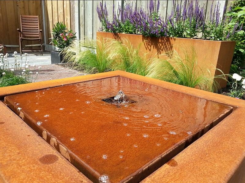 Cortenstaal watertafel vierkant for Vierkant zwembad met pomp