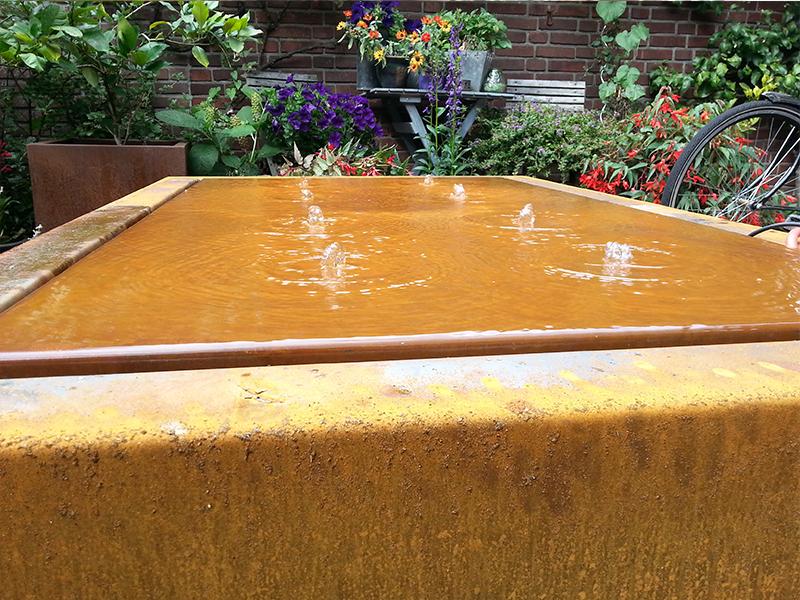 Waterornamenten for Vierkant zwembad met pomp